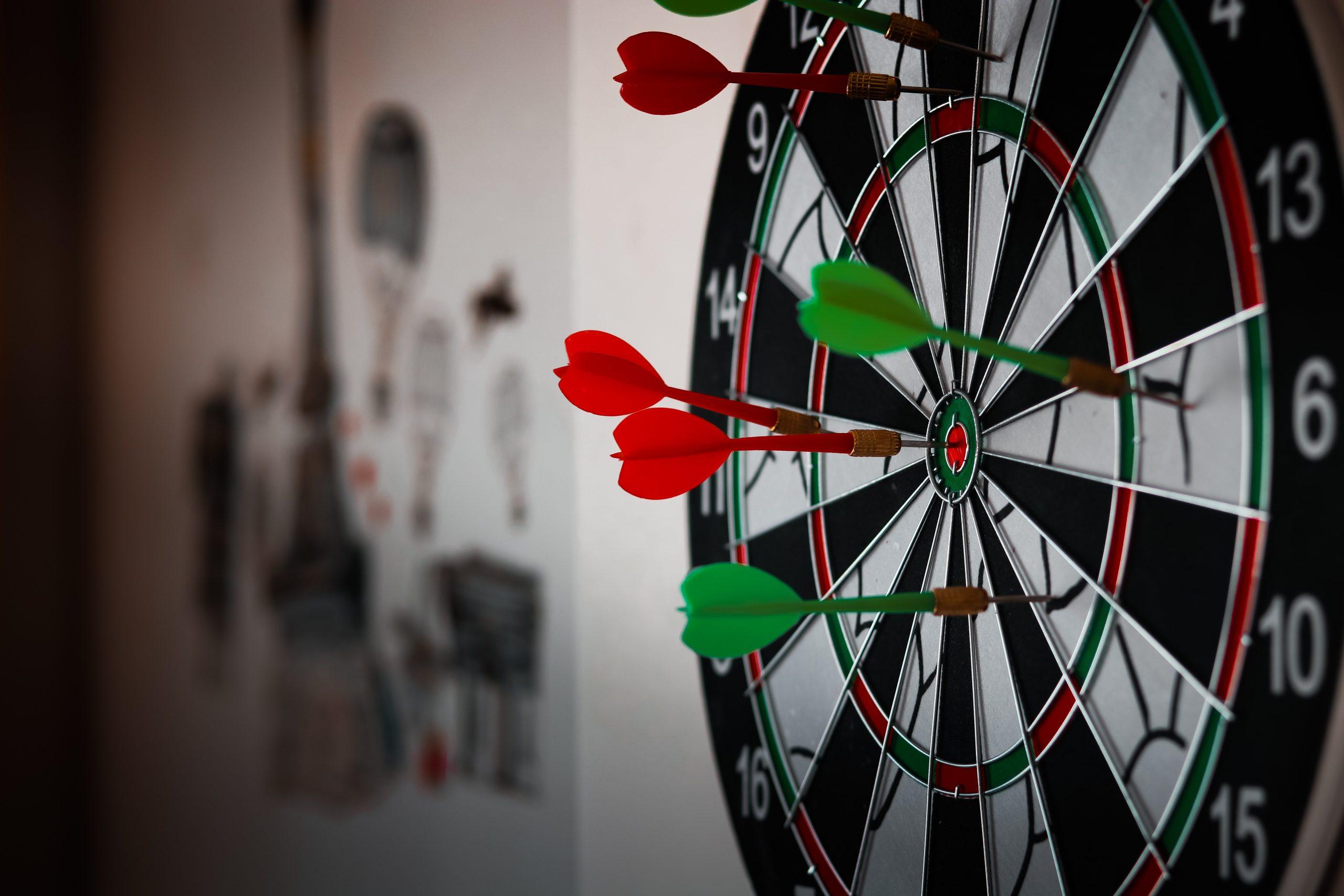 Winkelen voor darts in een dartwinkels